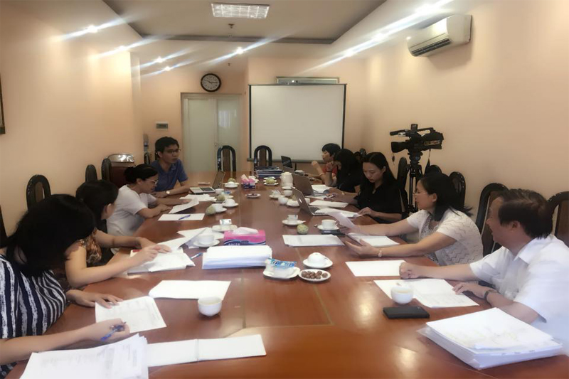 Dr. Nguyen Bao Thoa joined the Council of Examiners for Women Start-up, lead by Vietnam Women Union