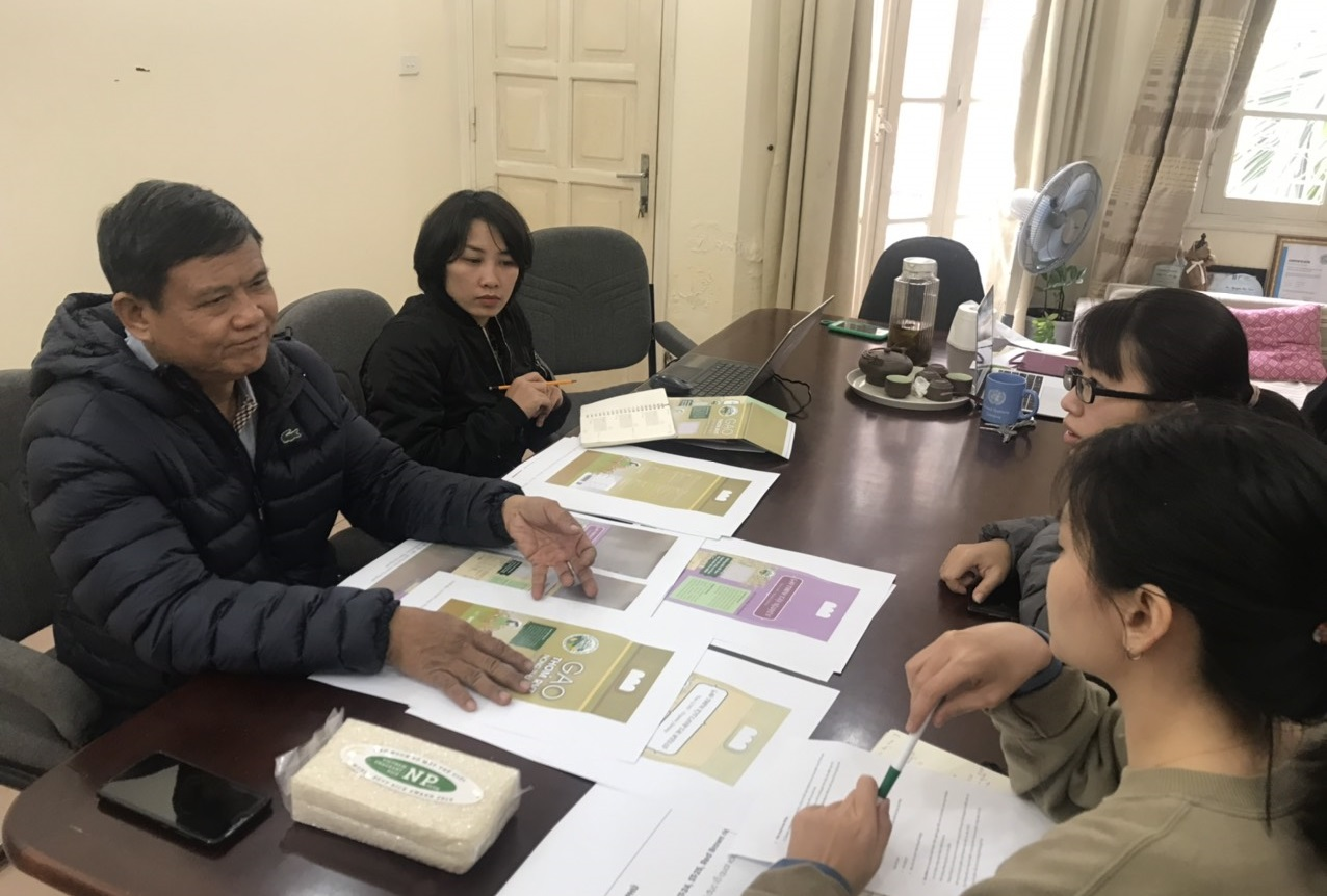 Meeting with the Nông Phu Cooperative